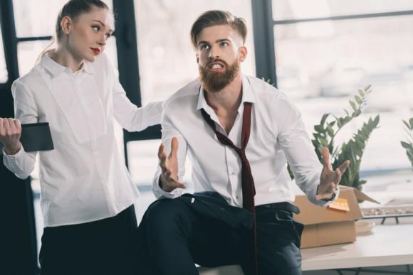 Praca w biurze typu open space. 10 najbardziej irytujących zachowań LIFESTYLE, Psychologia - Temat pozornie oczywisty. Każdy przecież wie, że w pracy nie powinno się przeszkadzać innym. Kłopot w tym, że to, co jednym przeszkadza, dla innych jest normą.
