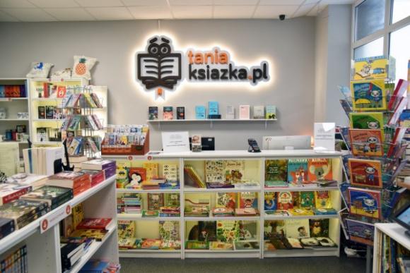 Najpopularniejsi polscy pisarze – sprawdź, kogo warto czytać! LIFESTYLE, Książka - Zdobywają szczyty list bestsellerów, są wydawani w wielu krajach, zgarniają prestiżowe nagrody, a ich książki stają się kanwą dla scenariuszy filmów i seriali. Zobacz, którzy polscy autorzy cieszą się dzisiaj największą popularnością.