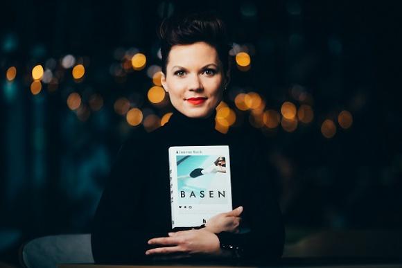 """HARDE LIVE: spotkanie z Joanną Kocik, autorką powieści """"Basen"""" LIFESTYLE, Książka - 31 marca (wtorek) o godz. 17.00 zapraszamy na spotkanie z Joanną Kocik, autorką powieści """"Basen"""" na Instagramie: @hardewydawnictwo"""